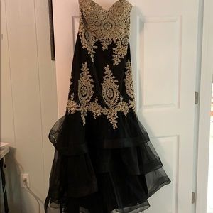 Black and gold mermaid style prom dress